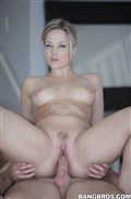 Alexis Texas sucks a big dick on the massage table Picture 15