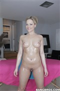 Alexis Texas sucks a big dick on the massage table Picture 06