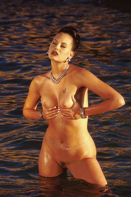 Cat Daniels shows off her amazing 1990s model body Main Image