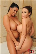 Clanddi Jinkcego and Rebecca Jessop play with tits in a tub from DDF Prod