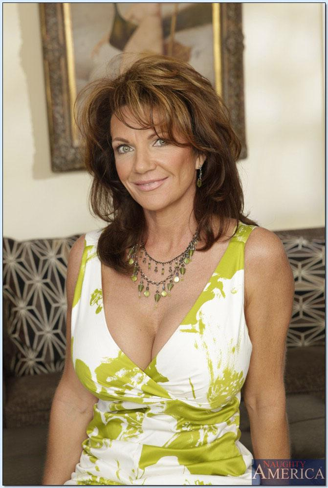Deauxma seduces a young stud to fuck her Main Image