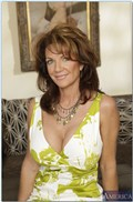Deauxma seduces a young stud to fuck her Picture 01