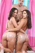 Jada Stevens and Jynx Maze clean out their asses Picture 16