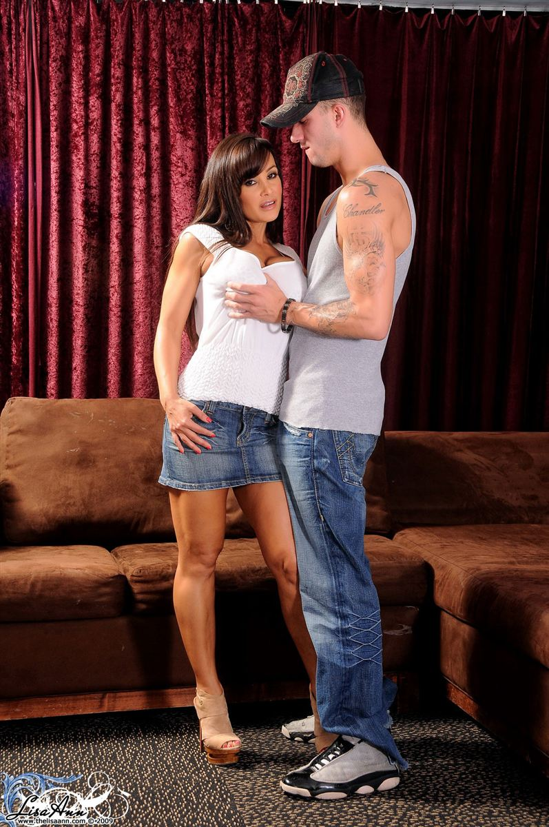 Lisa Ann busty brunette housewife gets screwed on the couch Main Image