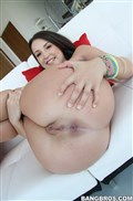 Lola Foxx shows off her nice round ass and gets banged