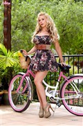 Madison Ivy strips down after a bike ride from Twisty's