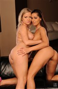 Sunny Diamond and Cipriana finger each other and use toys from 21 Sextury